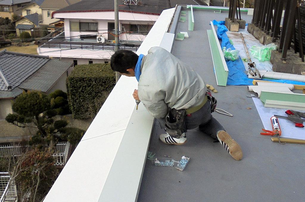 屋上笠木板金を新設している写真