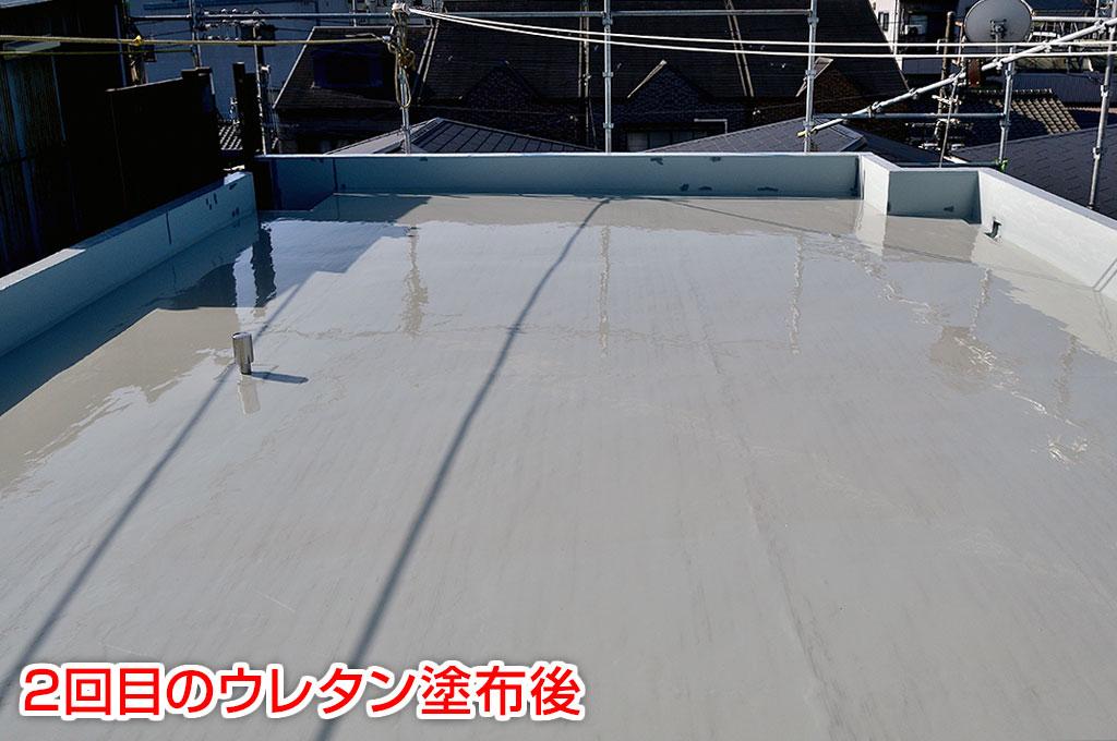 平場ウレタン塗膜防水2回目塗布後の写真です。