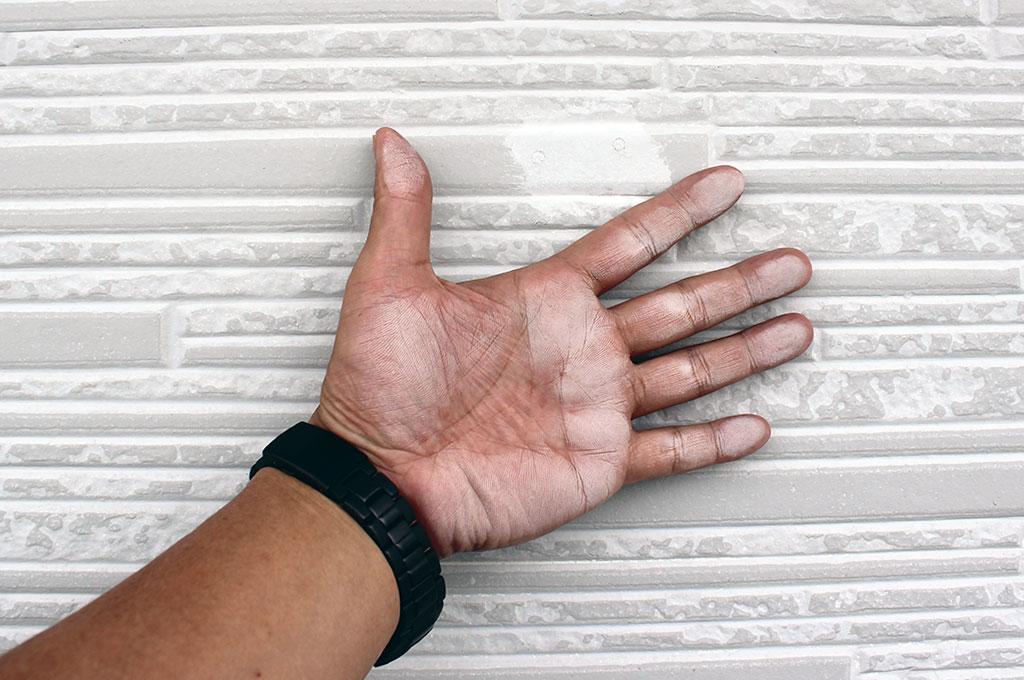 サイディングの塗膜劣化(チョーキング)