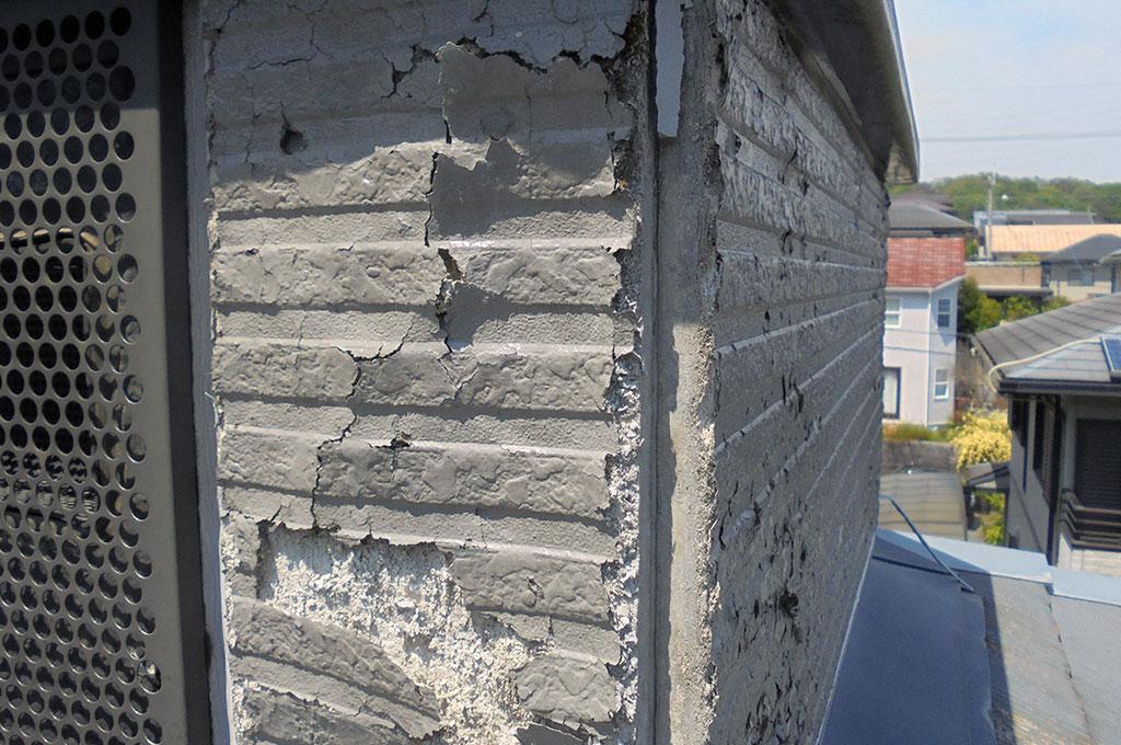 直貼り工法で施工されたサイディングボードによる剥離