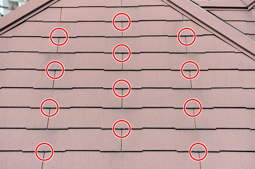 カラーベスト1枚に付き、中央付近に1か所タスペーサーを差し込むシングル工法の施工です。
