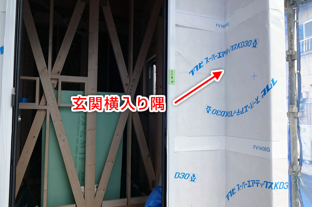玄関横入り隅、サイディングボード施工する前の写真
