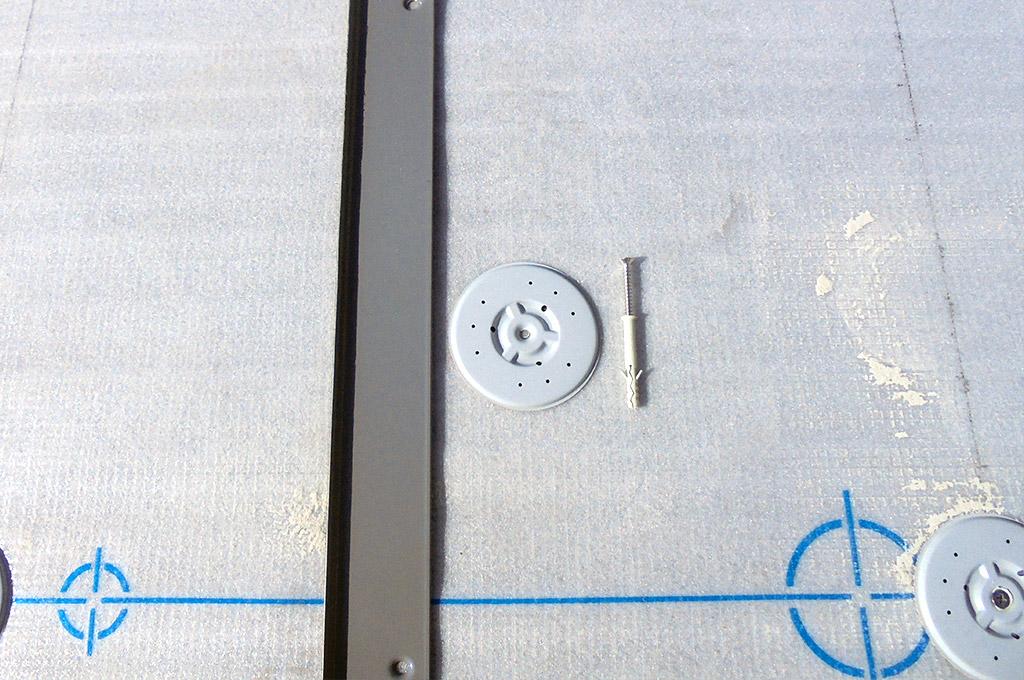 入り隅鋼板と塩ビ鋼板ディスク
